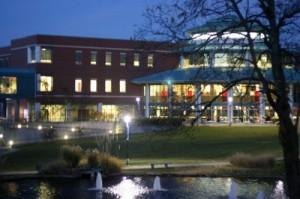 Millennium Student Center (MSC) di malam hari.