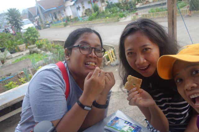 our precious gorengan... hahaha. Diet lewat sudah :))