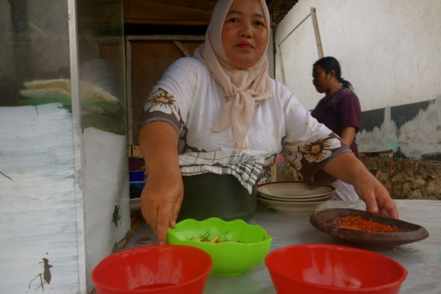sambalnya si ibu enak sekali :)